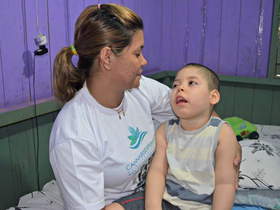 Davi foi acometido com Síndrome de West aos nove meses de idade (Foto: Tácita Muniz/G1)