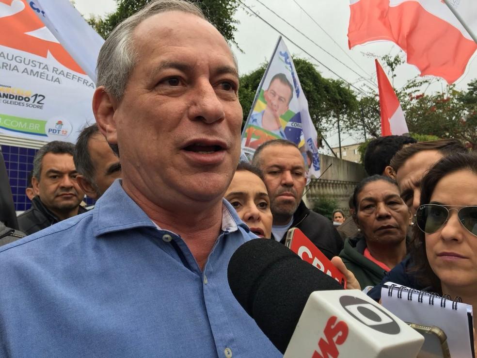 Ciro Gomes fez campanha neste domingo em Itaquera, na Zona Leste (Foto: Gabriela Gonçalves/G1 )