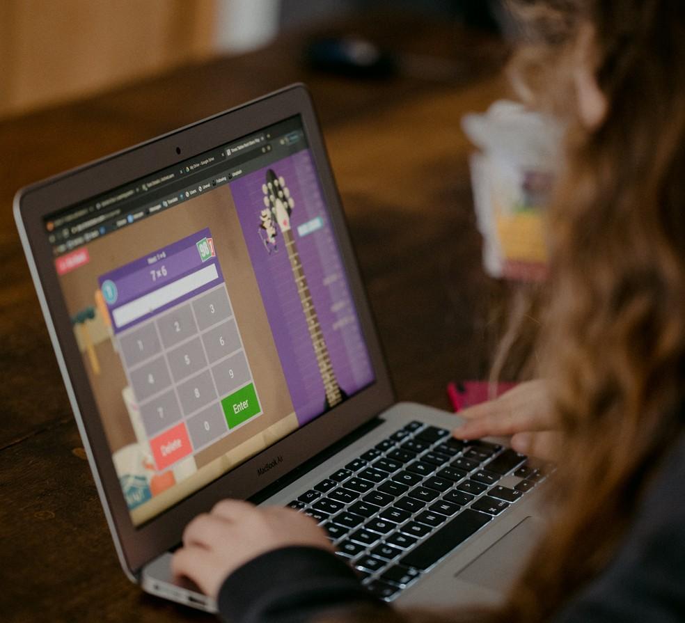Estados adotam plataformas online e aulas na TV aberta para levar ...