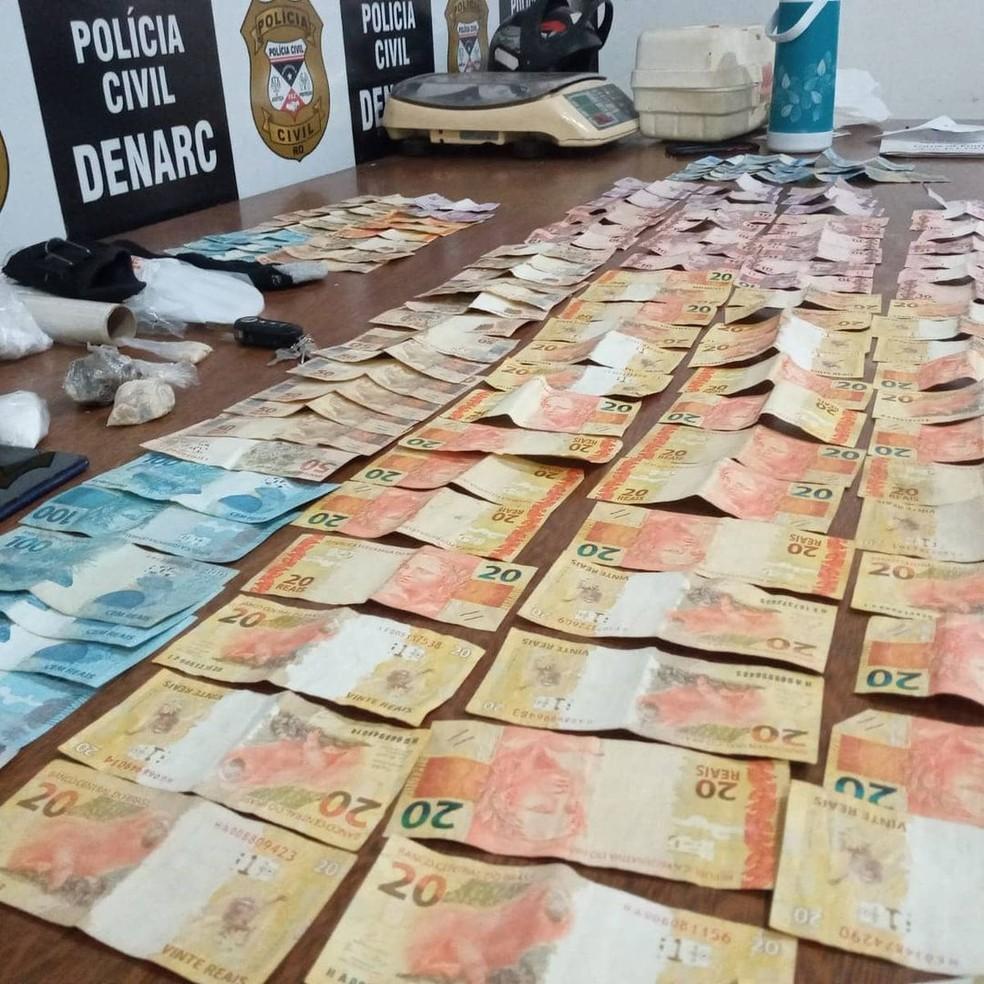 Policiais também apreenderam grande quantidade em dinheiro — Foto: PC-RO/Reprodução
