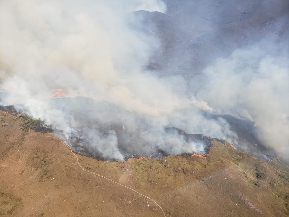 Incêndio na Floresta Estadual do Uamiii, em Ouro Preto — Foto: Lucas Franco/ TV  Globo