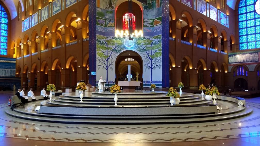 Em missa de Páscoa com Basílica de Aparecida vazia, arcebispo pede que fiéis sigam 'orientações dos médicos' — Foto: Mateus Andrade/Santuário Nacional
