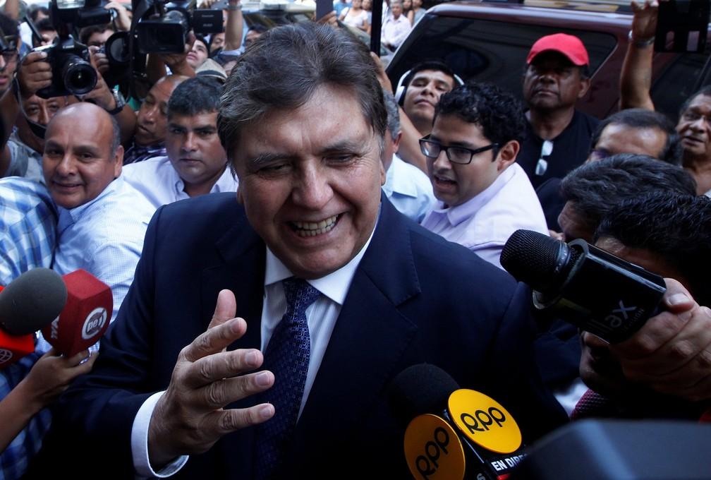 Ex-presidente peruano Alan García antes de prestar depoimento no caso Oderbrecht em Lima, em 2017 — Foto: REUTERS/Guadalupe Pardo