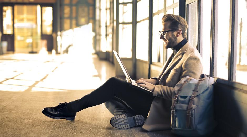 Startup cria plataforma em que as empresas incentiva seus funcionários a gastarem menos em viagens de trabalho (Foto: Reprodução/Pexel)