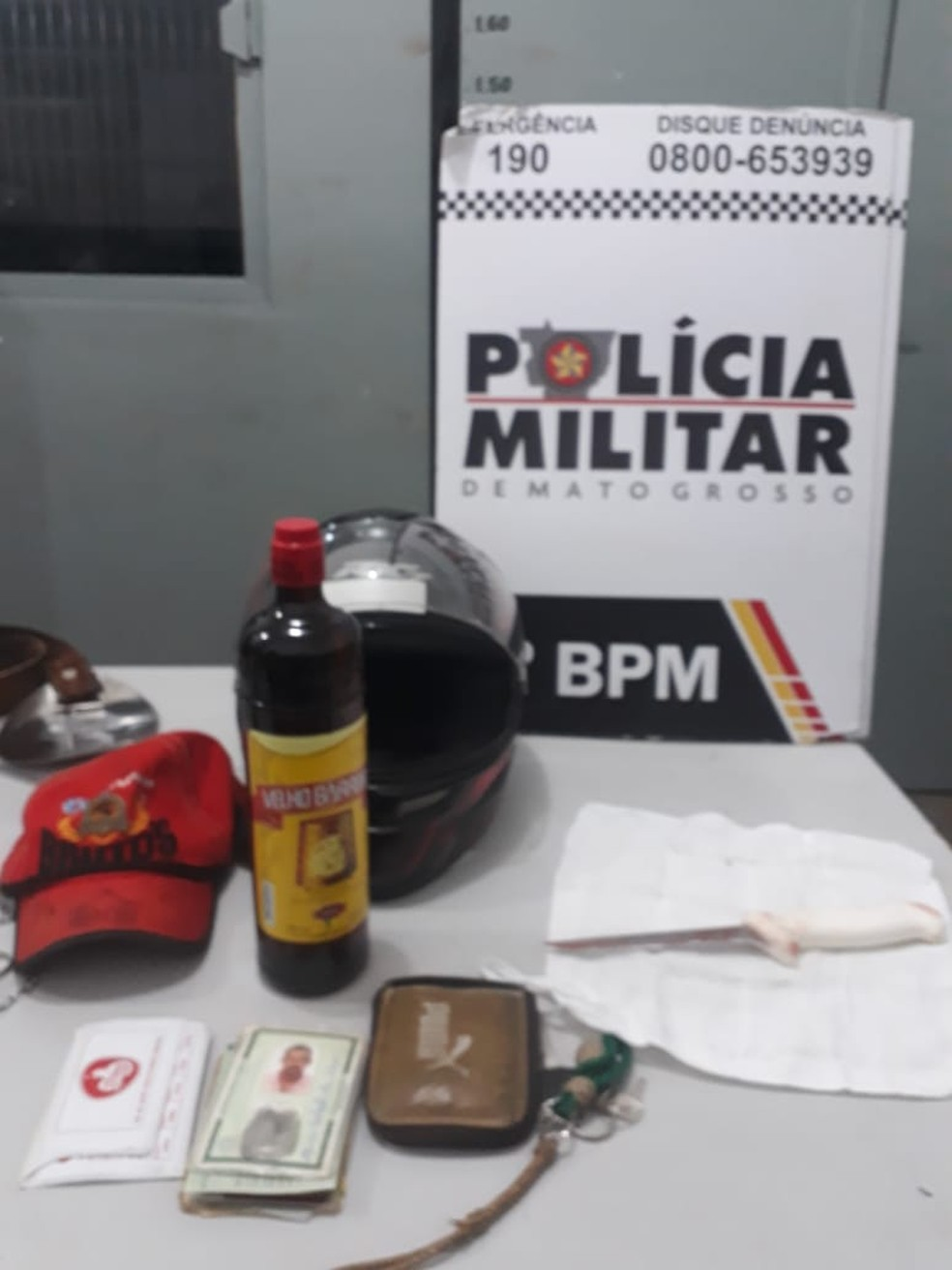 Arma usada no crime foi apreendida — Foto: Polícia Militar de Rondonópolis/Divulgação
