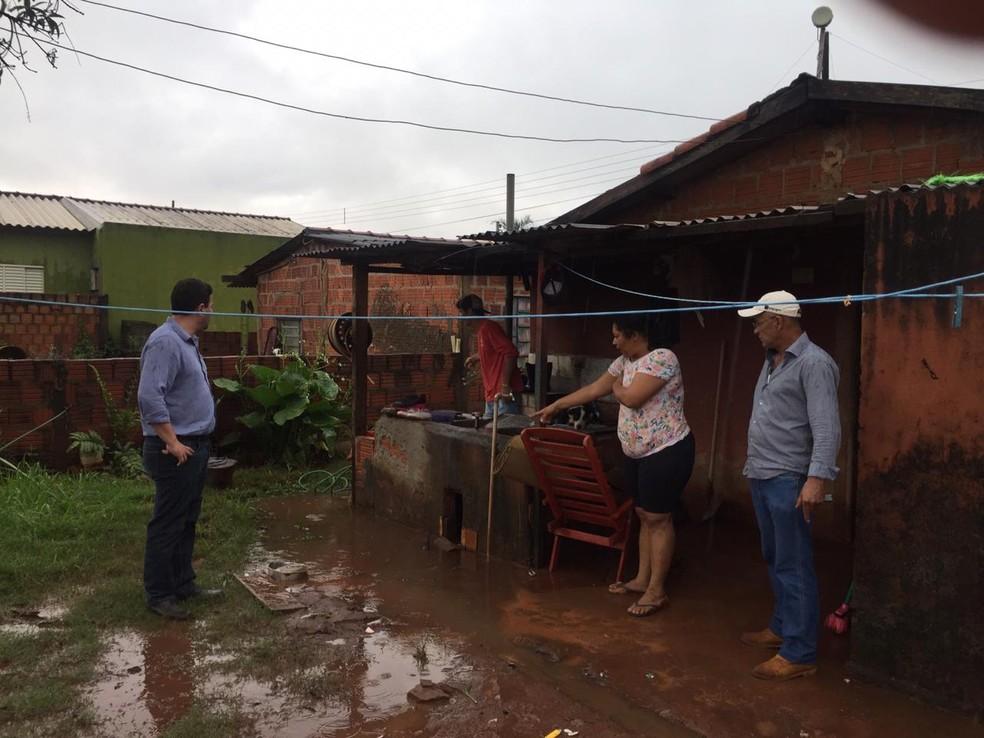 Vítimas em município de MS apontando problemas após forte chuva  — Foto: Defesa Civil/Divulgação