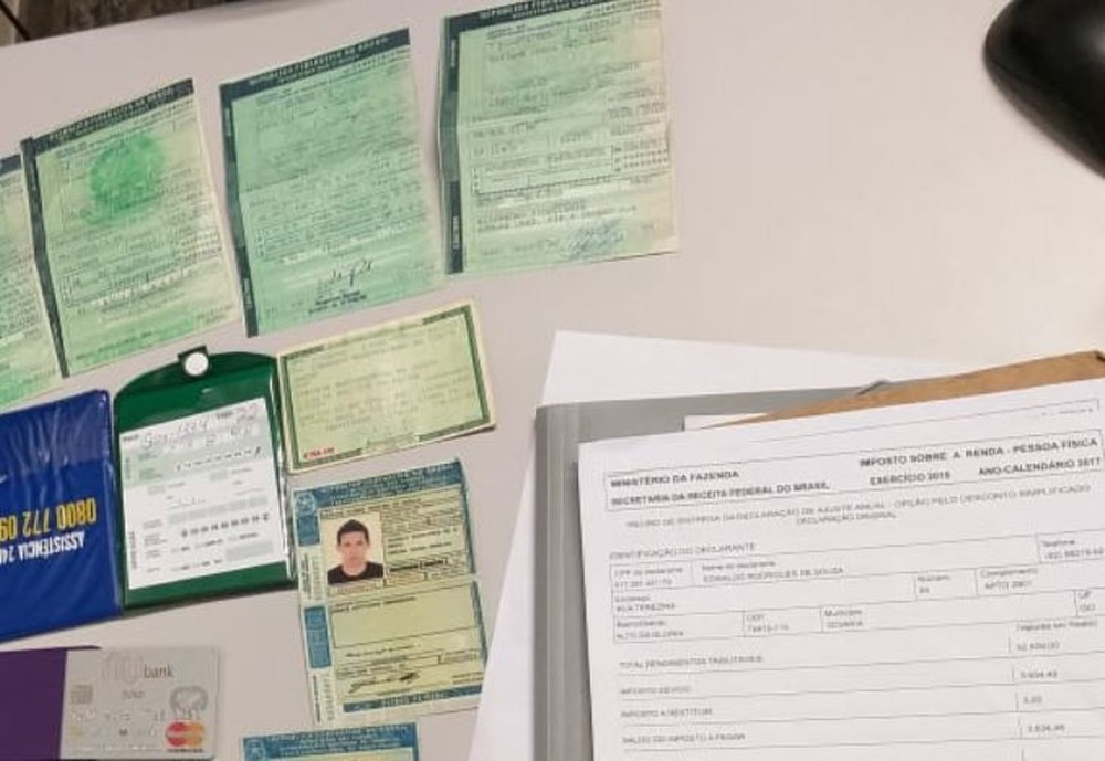 Polícia apreendeu vários documentos falsos com estudantes de medicina em MS — Foto: Polícia Militar/Divulgação
