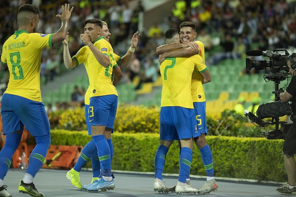 Jogadores da seleção brasileira celebram gol da vitória sobre o Peru — Foto: Lucas Figueiredo / CBF