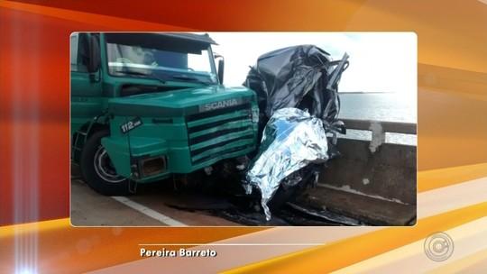 Batida entre carreta e carro deixa um morto em Pereira Barreto