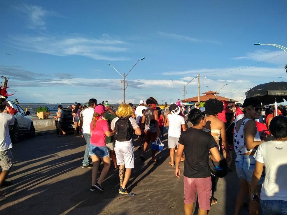 -  Bloco Só Fuleragem arrastou foliões pelas ruas do Centro comercial de Santarém  Foto: Fábio Cadete/G1