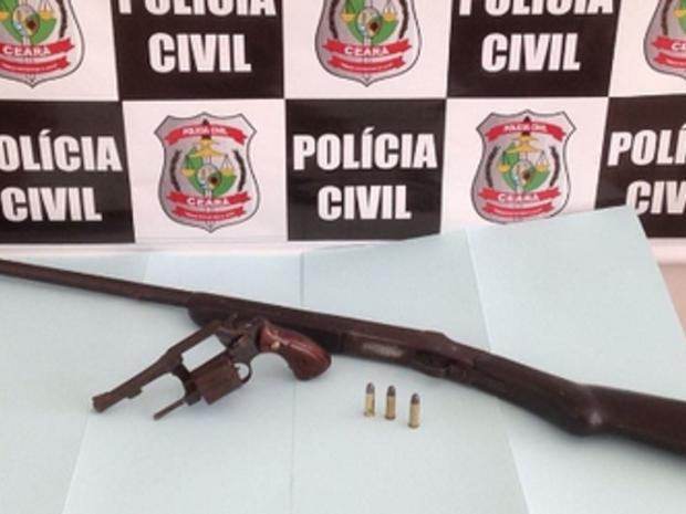 Um dos suspeitos estava com uma espingarda e munições (Foto: SSPDS/Divulgação)