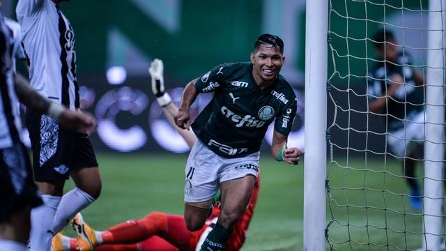 Ron celebra el gol de Verdão en la segunda mitad