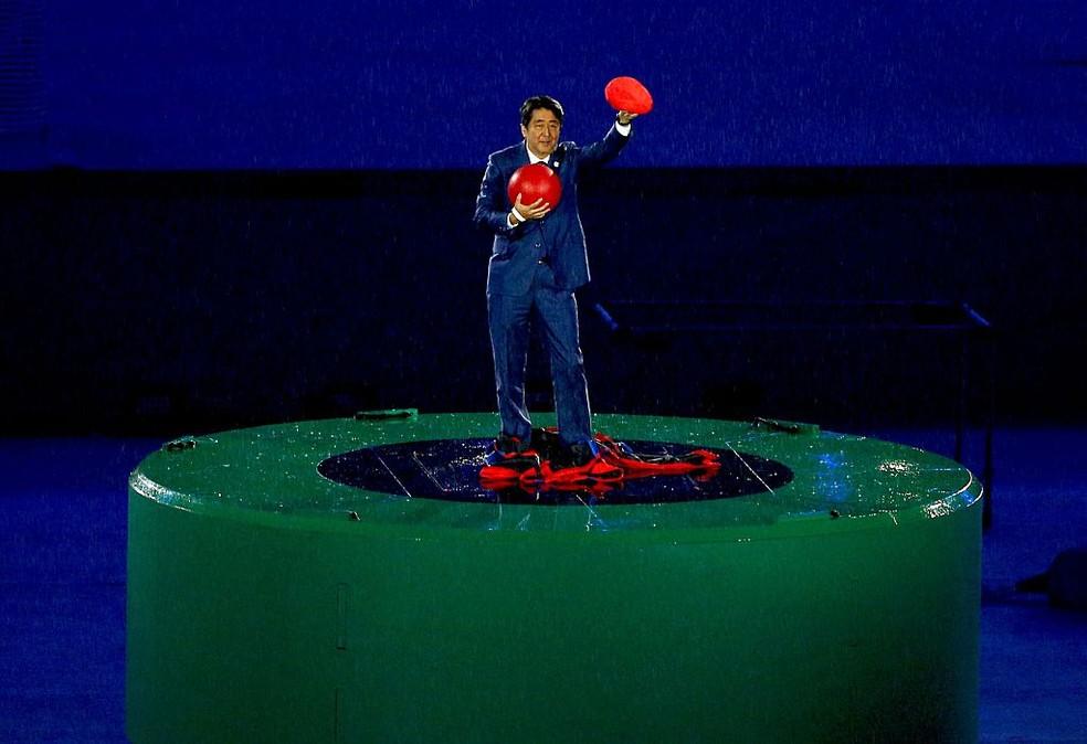 Shinzo Abe, ex-primeiro ministro do Japão, vestido de Super Mario no encerramento das Olimpíadas do Rio — Foto: Okan Ozer/Anadolu Agency/Getty Images