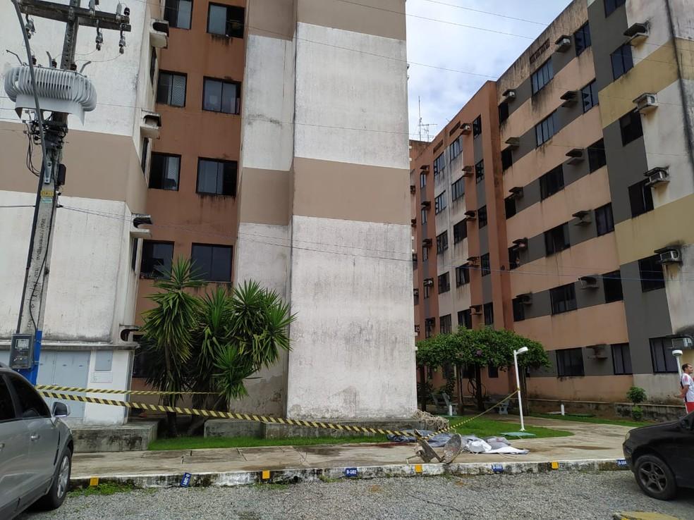 Vítima e outros dois homens estavam trabalhando na pintura da parte externa do edifício de cinco andares na Santa Lúcia, em Maceió — Foto: Jader Ulisses/Arquivo pessoal