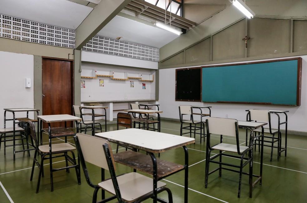 Sala de aula de escola estadual preparada para retorno das atividades presenciais — Foto: Gil Leonardi/Imprensa MG