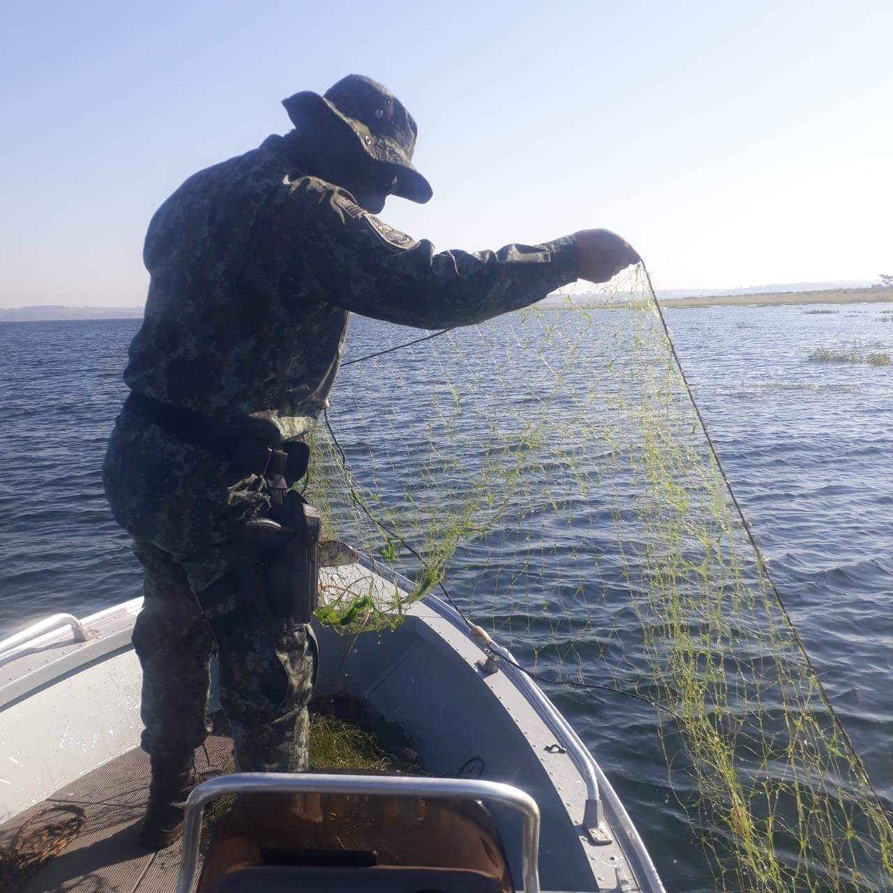 Polícia Ambiental apreende 1,5 mil metros de redes de pesca armadas irregularmente em Nantes