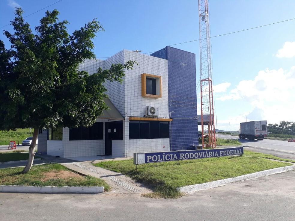 Criança foi encontrada próximo ao posto da PRF (Foto: PRF/Divulgação)