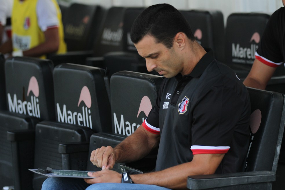 Júnior Rocha trocou o Santa Cruz pelo CRB (Foto: Marlon Costa / Pernambucopress)