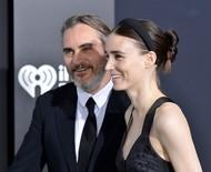 Rooney Mara e Joaquin Phoenix querem ter mais um bebê em breve, diz revista