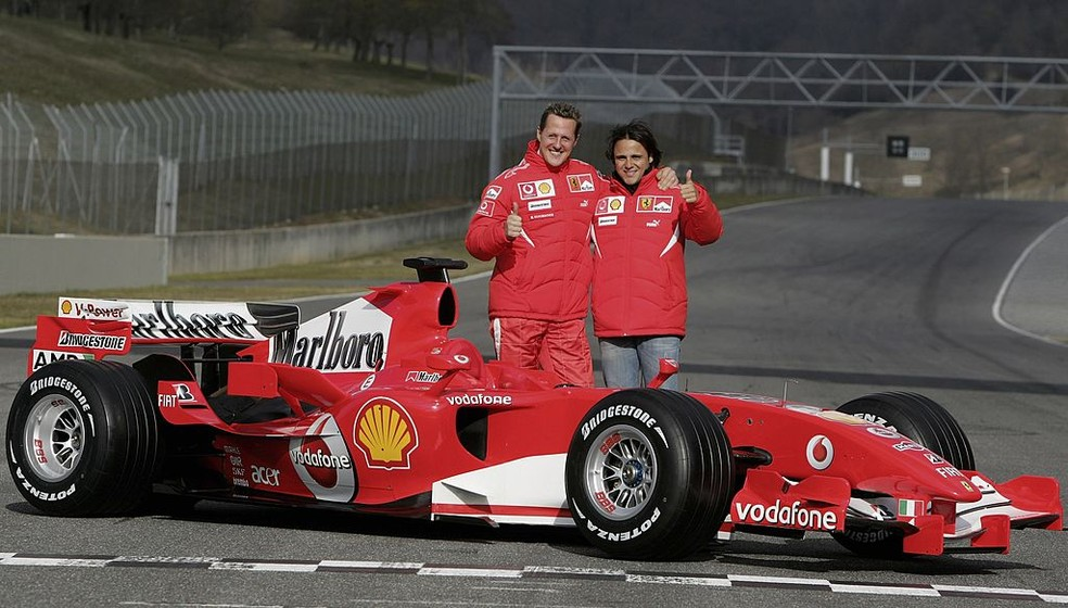 Felipe Massa e Michael Schumacher em evento de lançamento da Ferrari em Mugello — Foto: Mark Thompson/Getty Images