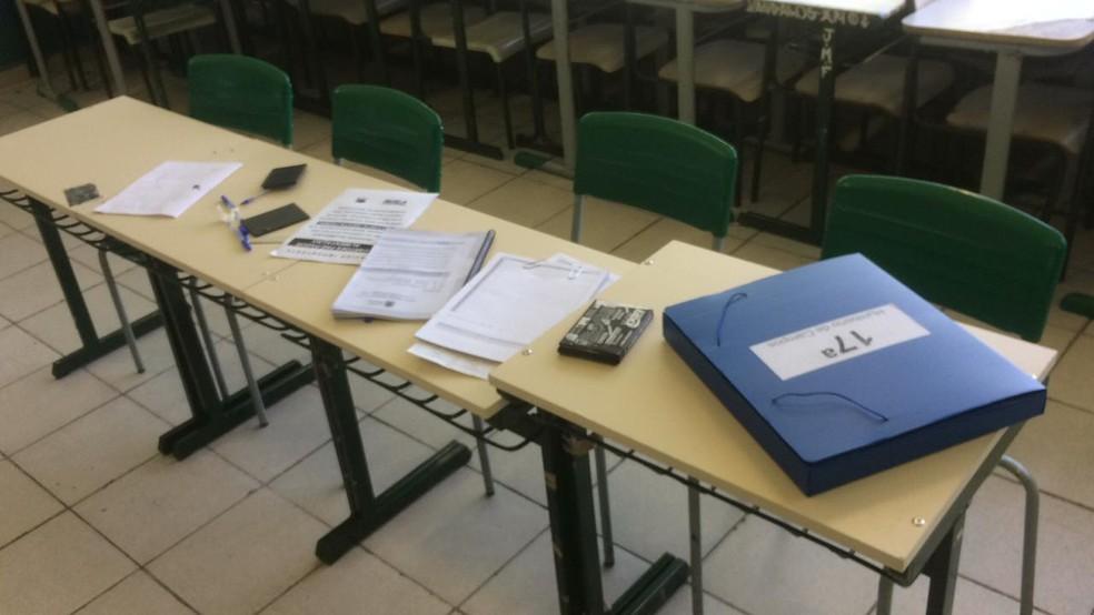 Objetos deixados para uso dos mesários foram revirados em escola estadual de Sorocaba — Foto: Arquivo pessoal