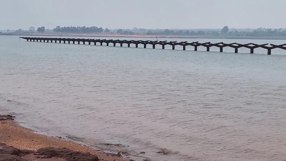 Ruínas da antiga estação ferroviária ressurgiram no Rio Paraná em Rubineia — Foto: Reprodução/Tv Tem