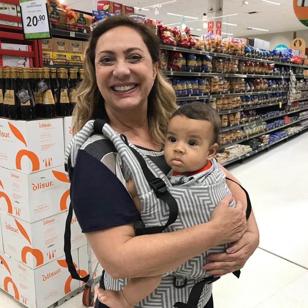 Eliane Giardini e o neto, Antônio — Foto: Reprodução/Instagram