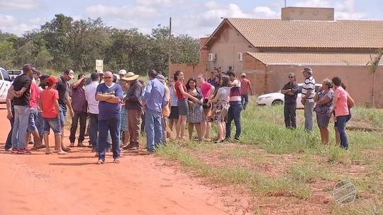 Compradores de terrenos em loteamento clandestino em MS são notificados a deixar moradia