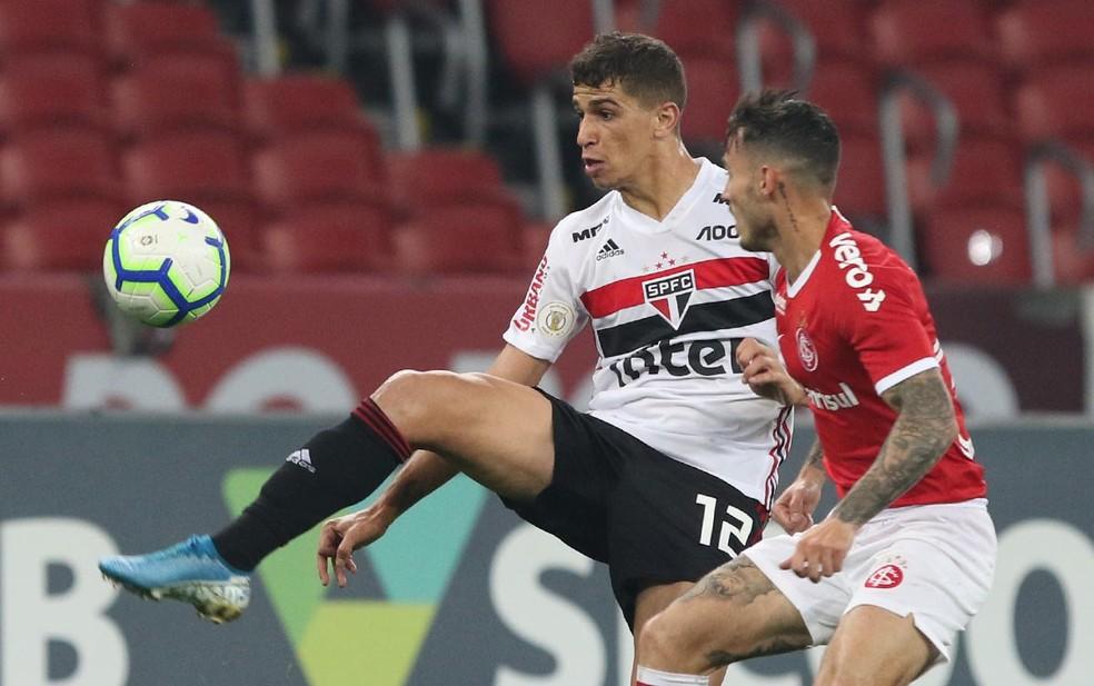 Vitor Bueno não conseguiu evitar a derrota do São Paulo para o Inter — Foto: Rubens Chiri / saopaulofc.net