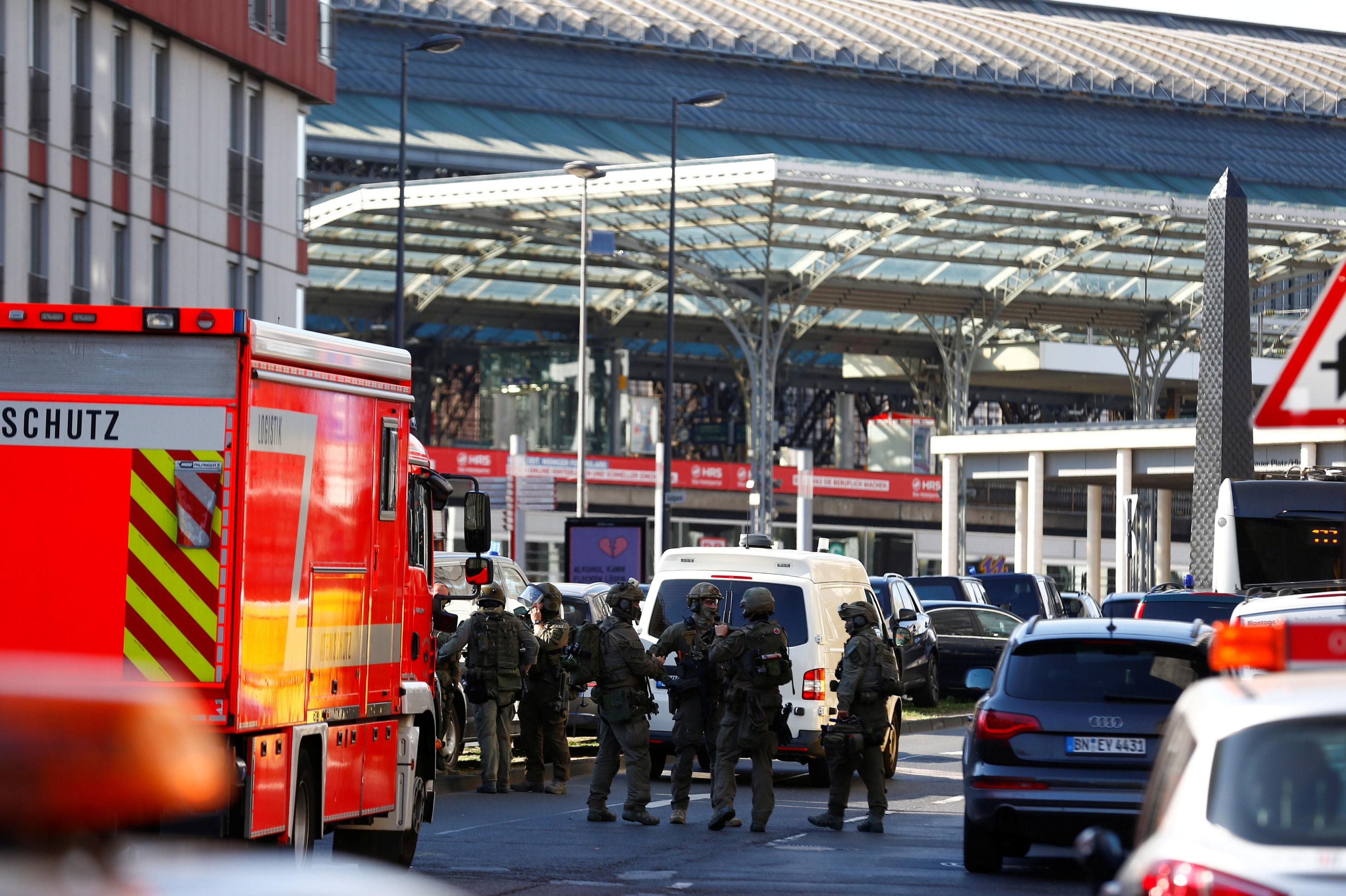 Polícia liberta refém em estação de trem de Colônia, na Alemanha
