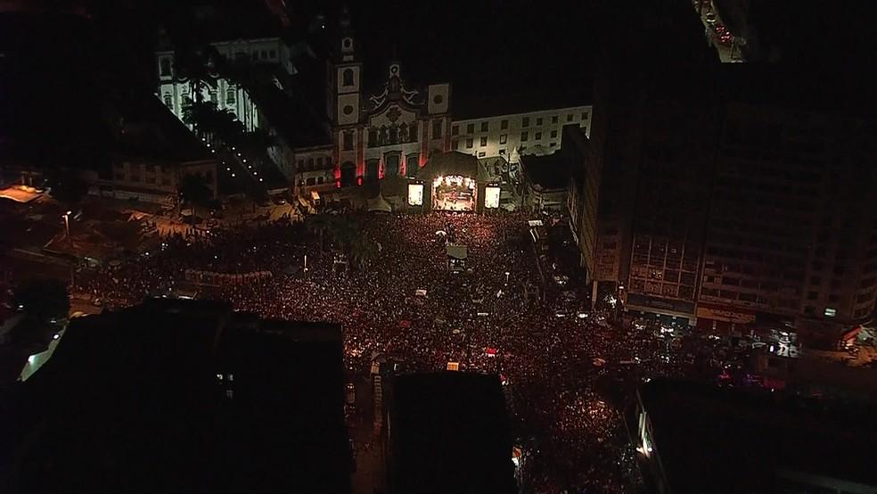 Imagem área do Pátio do Carmo, na região central do Recife, durante festival de música com a presença do ex-presidente Lula, neste domingo (17) — Foto: Reprodução/TV Globo