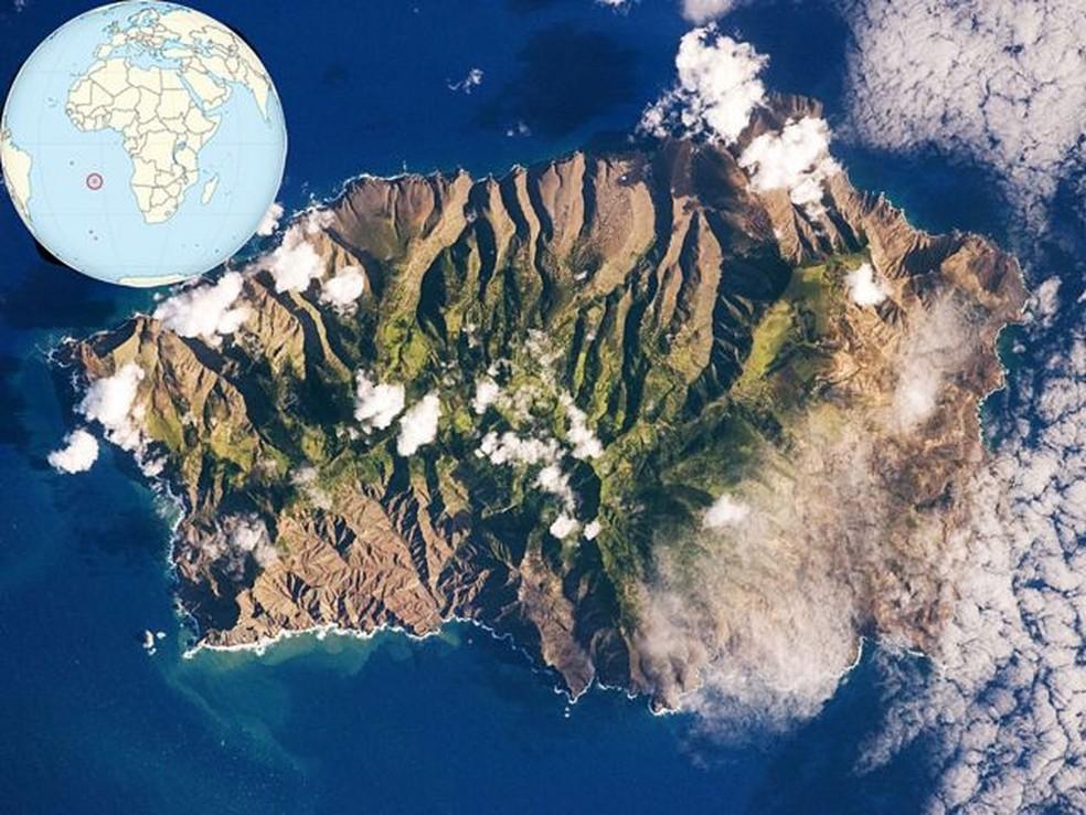 Imagem da NASA da ilha remota, que ainda é britânica, habitada por quase 5 mil pessoas — Foto: NASA/BBC