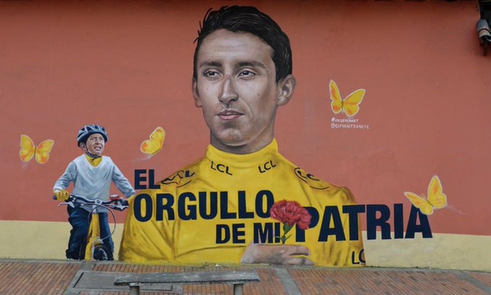 Ciclista Egan Bernal e Julián Gómez foram pintados em um mural em Zipaquirá — Foto: Luis Carlos Cifuentes/Twitter