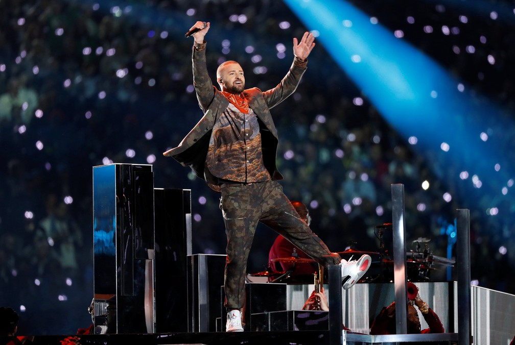 Justin Timberlake durante show do intervalo no Super Bowl (Foto: Kevin Lamarque/Reuters)