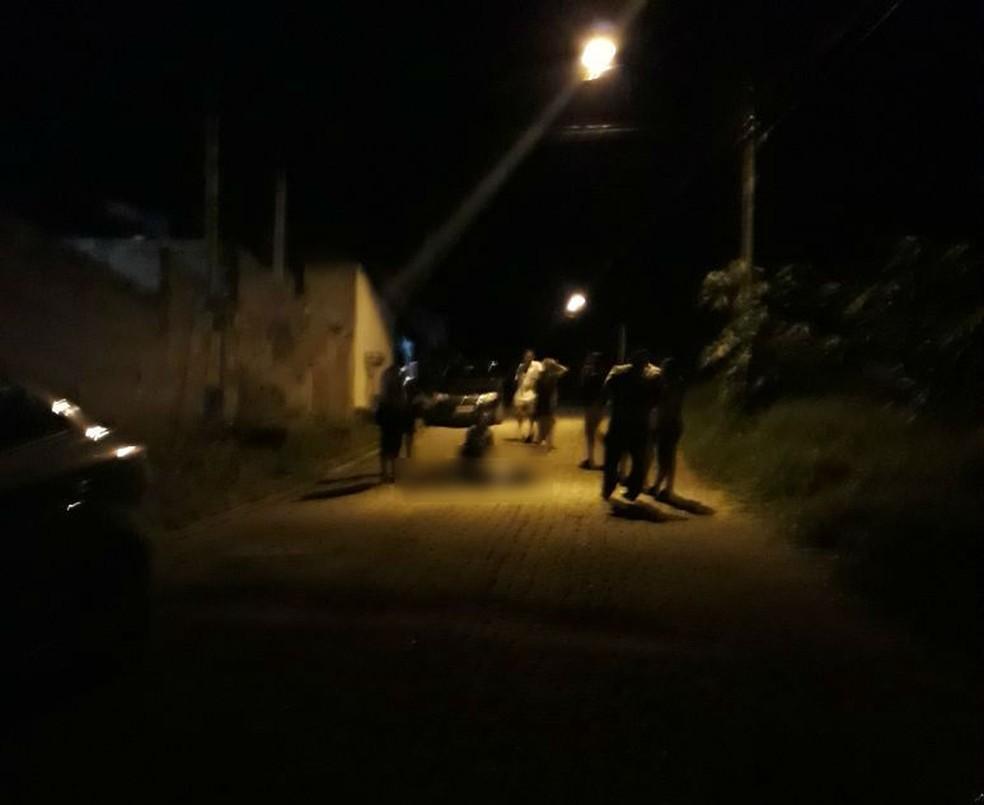 Crime aconteceu na noite desta sexta-feira no bairro Morro Vermelho (Foto: Arquivo Pessoal)
