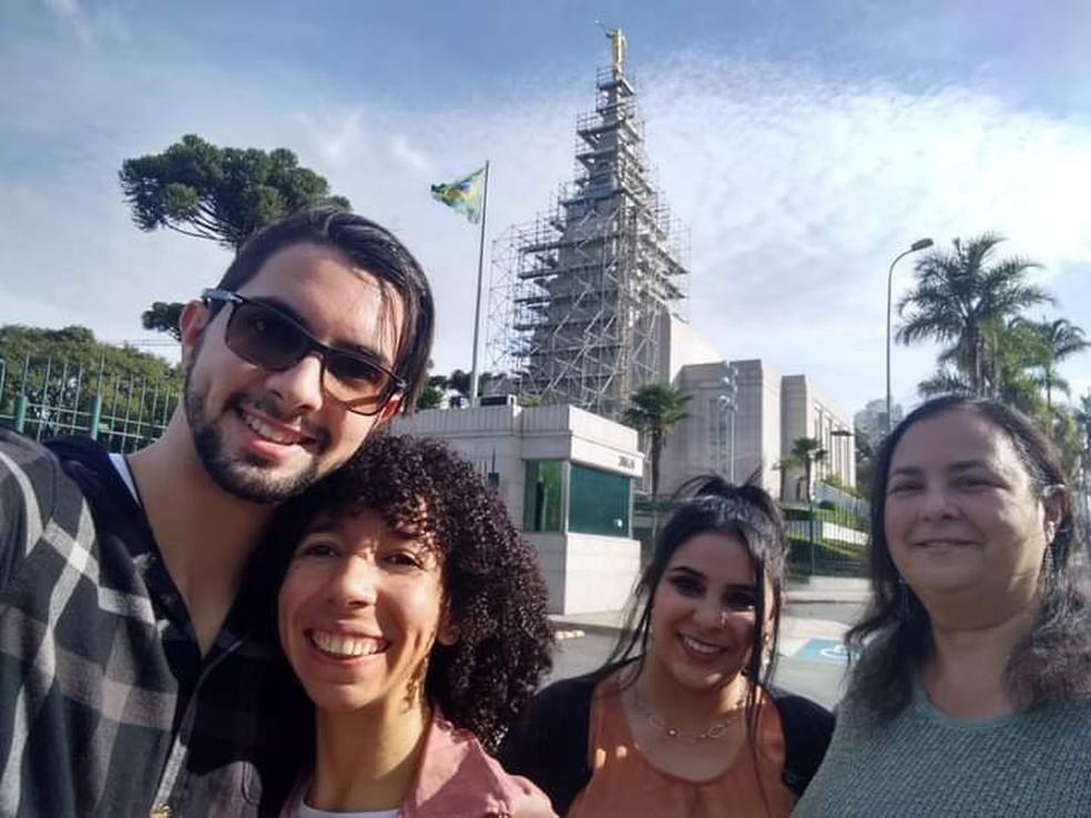 Da esquerda para a direita: Víncenth Bracciali (irmão), Cristieli dos Santos Bracciali (cunhada), Ketherin Bracciali e Rosangela Bracciali (mãe) — Foto: Arquivo pessoal