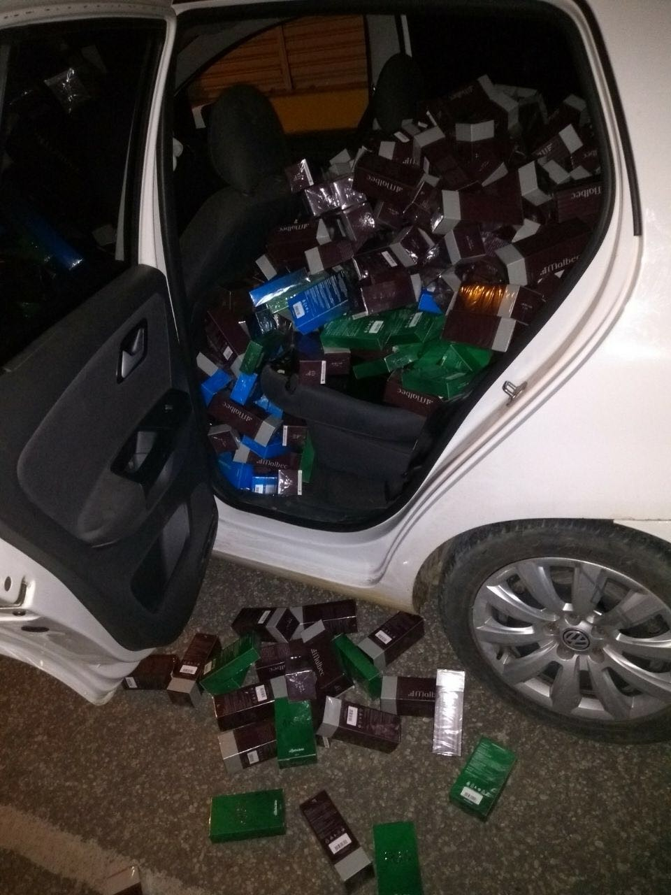 PM flagra arrombamento, troca tiros com criminosos e recupera mais de R$ 100 mil em perfumes roubados no RN