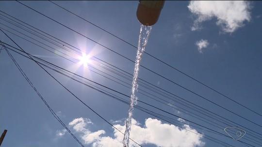 Moradores ainda recebem água salgada nas casas, em São Mateus, ES