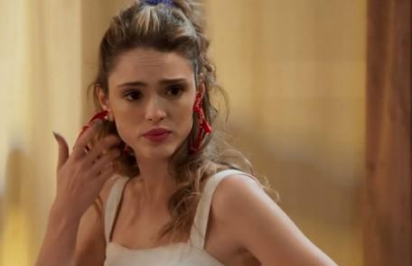 Na quinta-feira (4), Manu (Isabelle Drummond) ficará chocada ao encontrar Moana (Giovana Cordeiro) no apartamento de João (Rafael Vitti) TV Globo