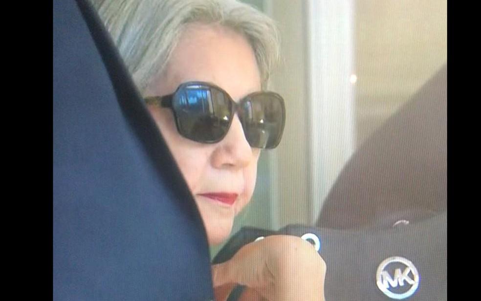 Maria de Lourdes Paixão (PSL) chega para depor na sede da Polícia Federal em Pernambuco, no Cais do Apolo, região central do Recife, nesta quinta-feira (20) — Foto: Reprodução/TV Globo