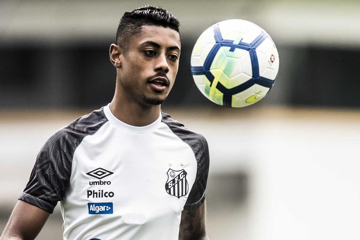 9a51905df1 Diretor de futebol do Cruzeiro fala sobre interesse em Bruno Henrique e  lateral do Santos