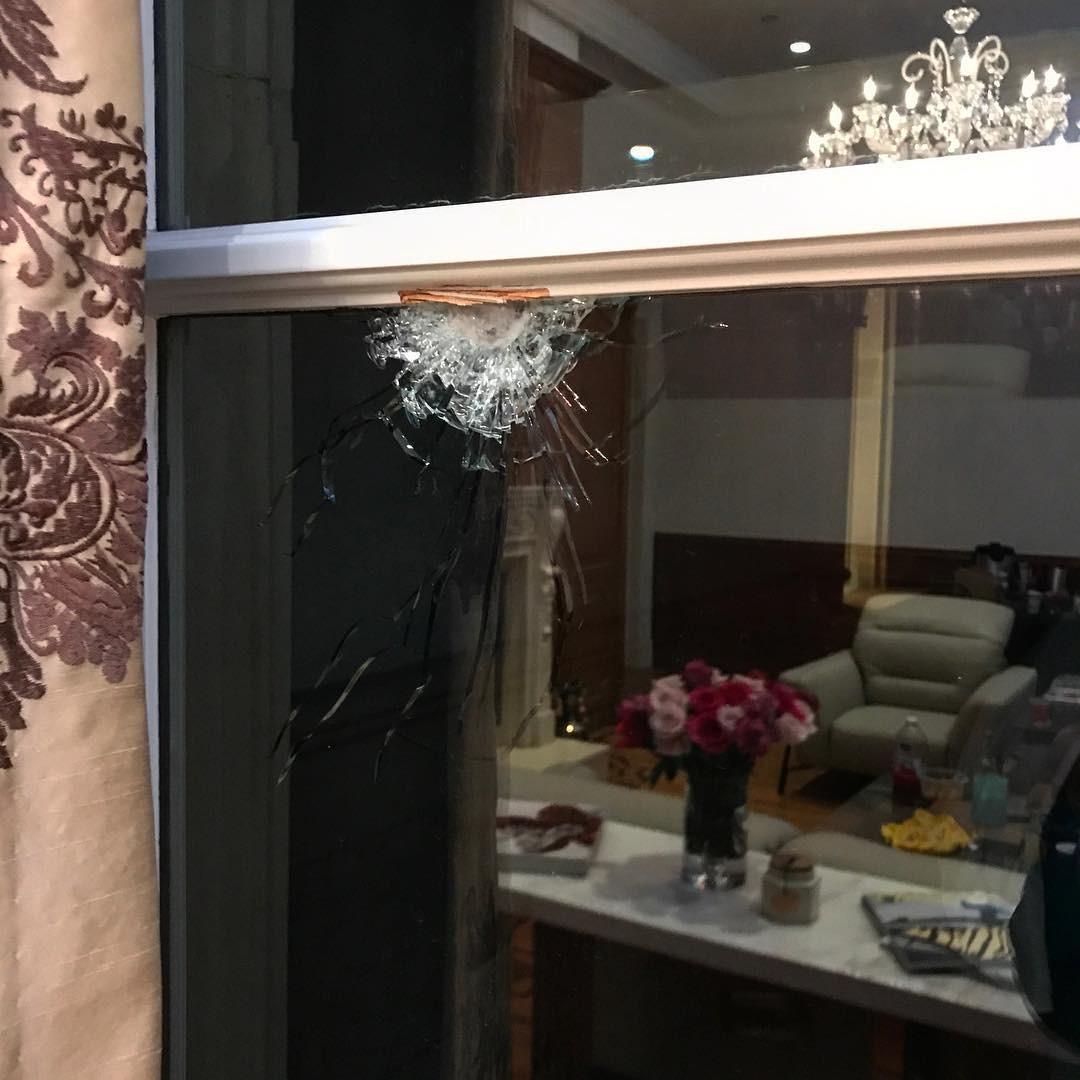 Tiro atingiu quarto que deveria ser camarim de Nicki Minaj (Foto: Reprodução/Instagram)