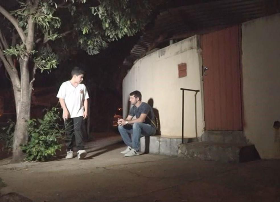 Vinícius encontrou o dono da carteira e devolveu em Nova Europa — Foto: Rodrigo Sargaço/EPTV