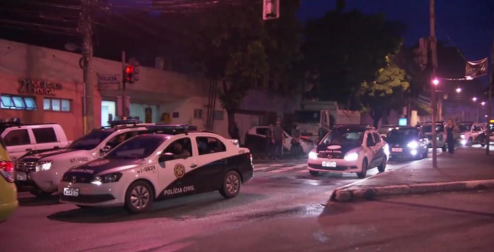 Policiais civis também participam de grande operação no começo desta quarta-feira (7) (Foto: Reprodução/ TV Globo)