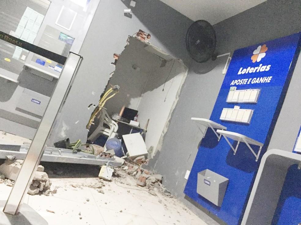 Lotérica de Cardeal da Silva foi arrombada por criminosos — Foto: Site Bahia10.Com.Br