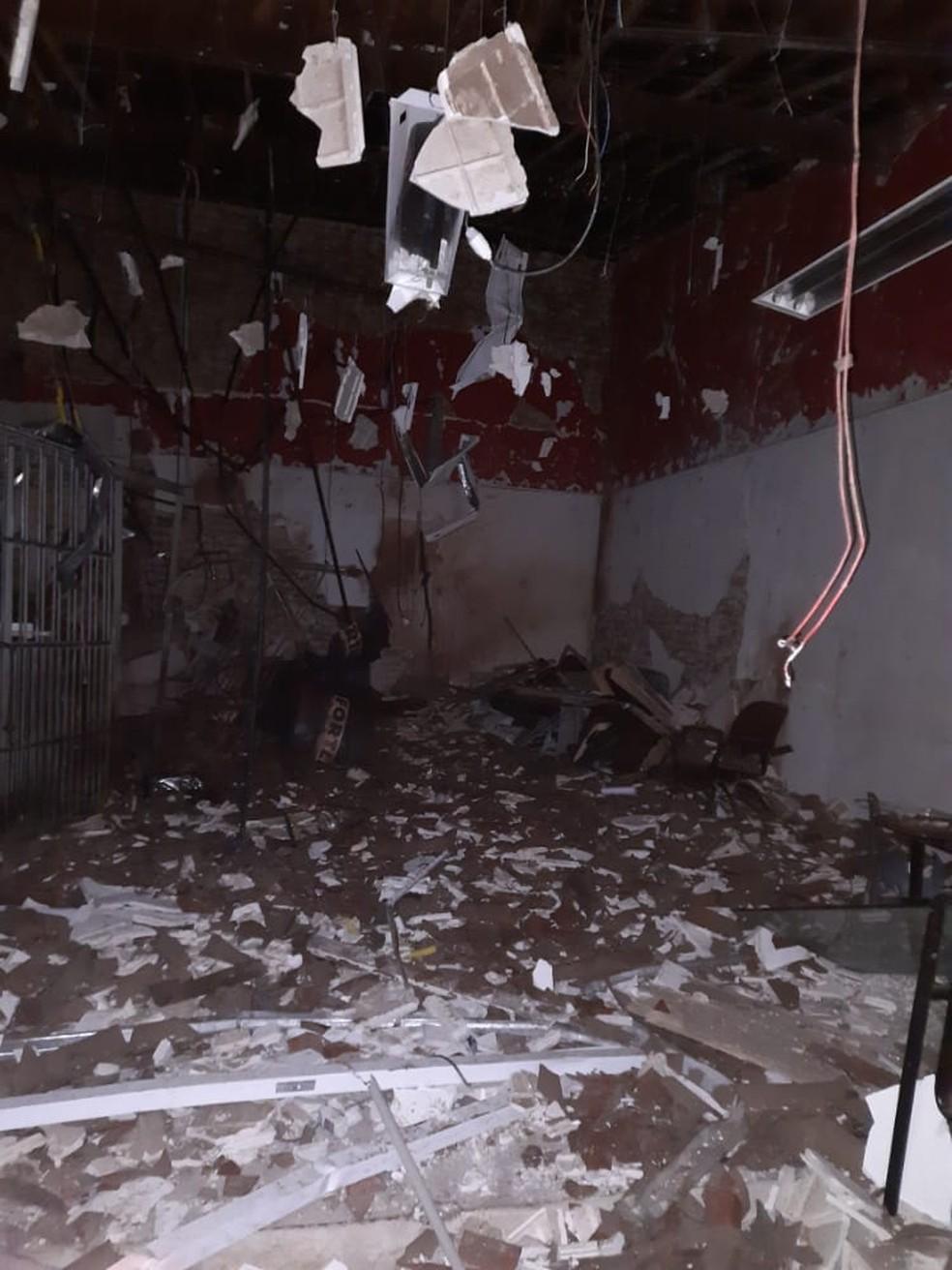 Prédio de banco é explodido por criminosos no município de São Tomé, no Agreste potiguar — Foto: Redes sociais