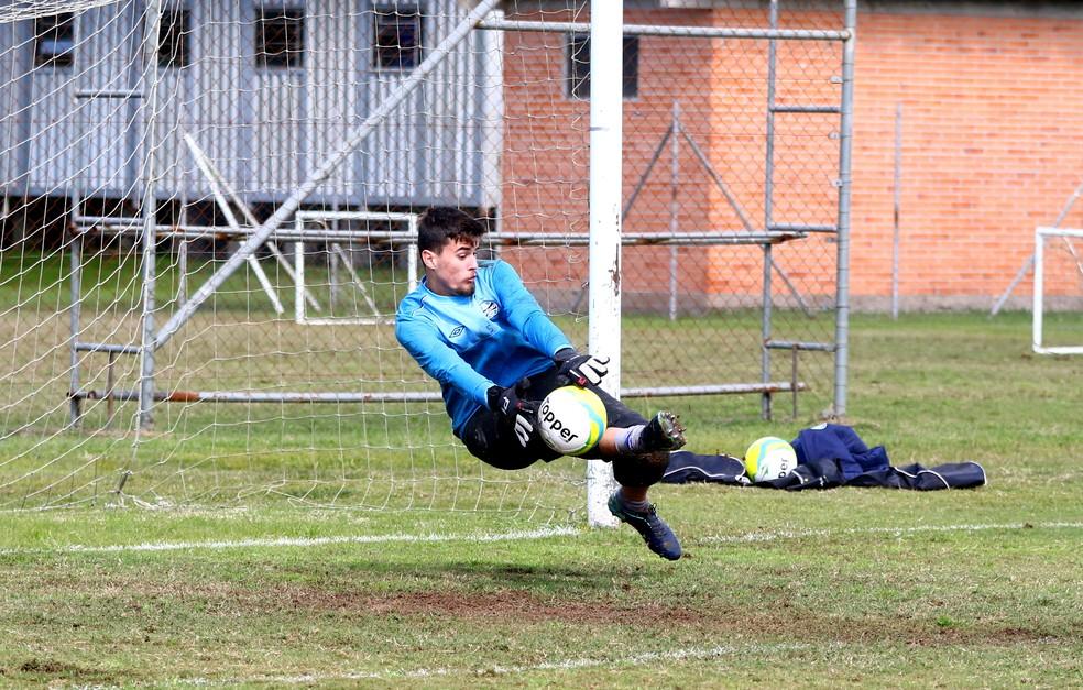 Gabriel é goleiro do sub-17 do Grêmio (Foto: Rodrigo Fatturi/Grêmio)