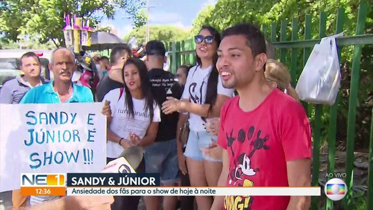 Ansiosos, fãs de Sandy e Junior chegam com horas de antecedência para show em Olinda