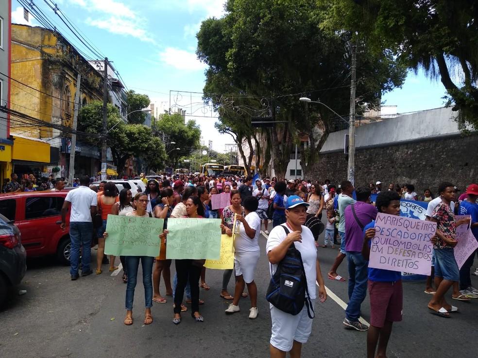 Manifestação de pescadores e marisqueiras ocorre na Avenida Sete de Setembro, em Salvador, na manhã desta sexta-feira (22).  — Foto: Arquivo Pessoal
