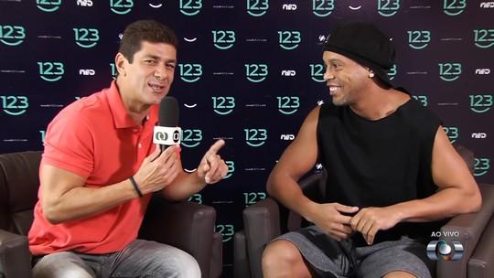 """Ronaldinho Gaúcho confia na estrela de Neymar : """"Nosso maior ídolo hoje"""""""